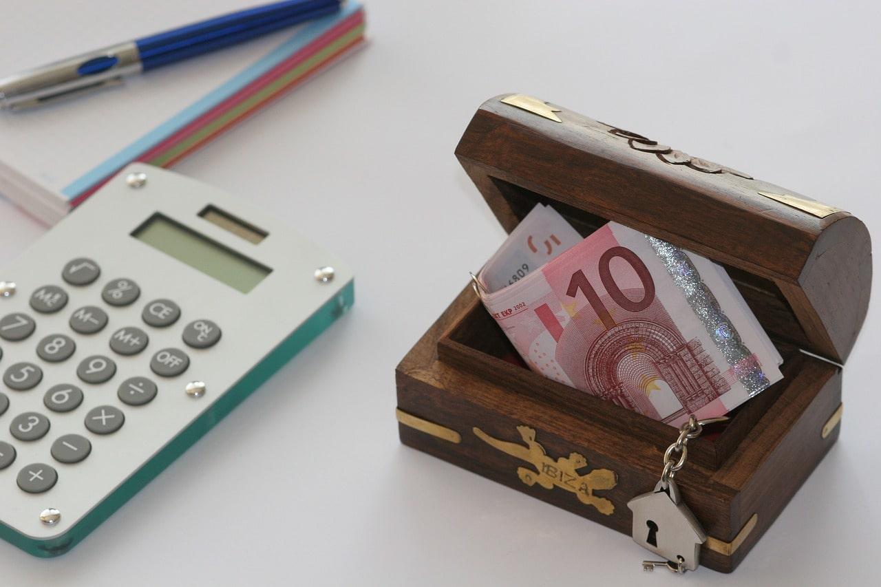 Jak nie dać się oszukać przy pożyczaniu pieniędzy?