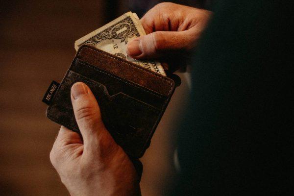 Czy można pożyczać pieniądze przez internet?